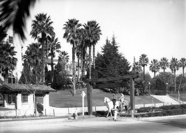 Two hores riders in the center of Sunset Boulevard pull up to the former trolley waiting shelter in front of the Beverly Hills Hotel. It remains in service to this day for LAMTA bus riders. Ralph Cantos Collection