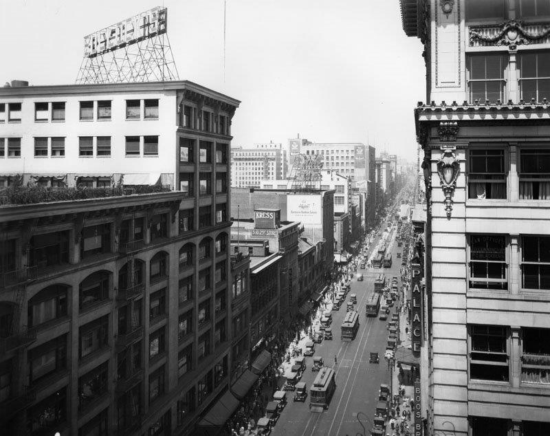 lary-cars-on-broadway-_7th_1926