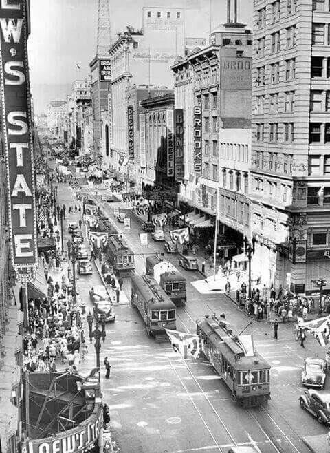 lary-cars-on-broadway-at-7th-1941-2