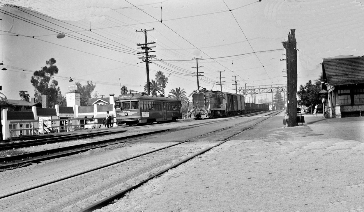 PE 5080 Pasadena Short Line, soutthbound on Huntington Drive at Sierra Vista Junction, September 16, 1951