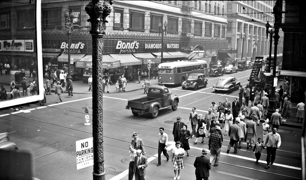 383 LATL no. 8018, 3 Line Broadway at 5th Street headed Westbound, October 4, 1947.